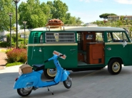 pulmino-e-vespa-camper-bike